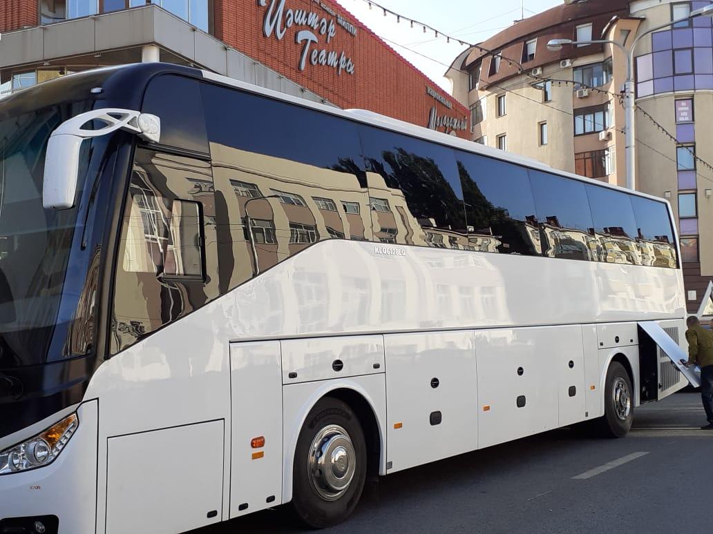 У Молодежного театра появился новый автобус