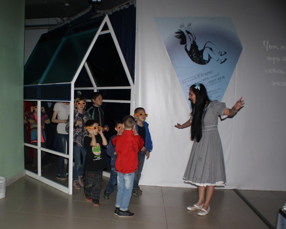 Артисты Молодёжного театра провели экскурсии по Стране наук